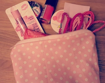 Wallet in pink with white dots