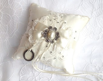 Wedding pillow ivory/romantic ring bearer pillow/pillow of alliances