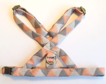 Dog harness for puppy / small dog : grey and pink / coral. Adjustable no choke harness