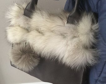Purse, purse, grey bag adorned with real recycled fur of Arctic fox