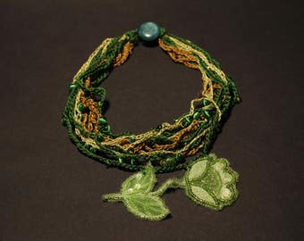 Short Green Necklace • Applique flower •  Chunky • Multi-strand Necklace • Vintage