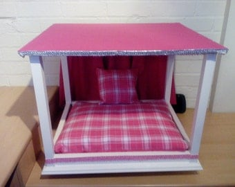 Luxury Four Poster Dog or Cat Bed