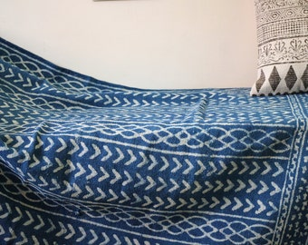 Handmade Hand-dyed Indigo Rug, White/Indigo, Traditional Indian Dhurrie, Natural color, turkish rug, handcrafted, handwoven, white motiffs