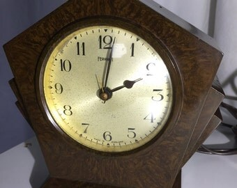 "Bakelite ""Ferranti"" electric mantle clock"