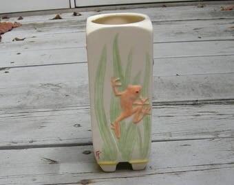 Custom Spring Frog Vase, Ceramic 3-D Carved Vase, Summer Vase, Housewarming Gift, Frog Collector Vase, Mother's Day Gift, Whimsical Vase