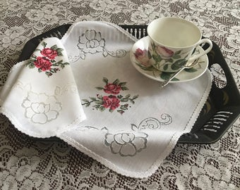 4 Vintage Shabby Chic Napkins, Lace and Roses