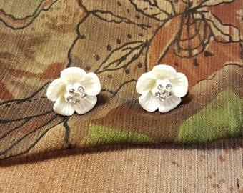 Stunning little clay flower earings.