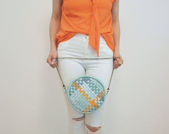 round bag made of leather with braided stripe / pastel mint