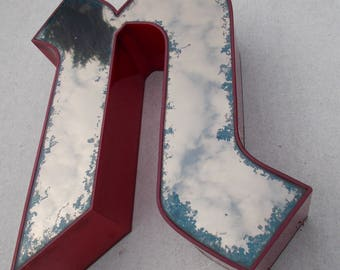 """Advertisement letter, """"u"""" and """"n"""", old London, vintage, red, mirror"""