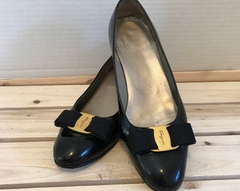 FERRAGAMO Vintage Vara Bow Black Patent Leather Size 6 B