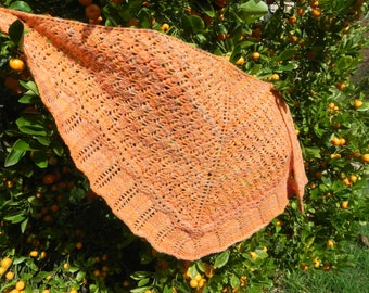 Soft and cosy shawl or neck warmer in hand spun pure wool