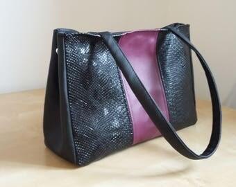 door hand or shoulder bag