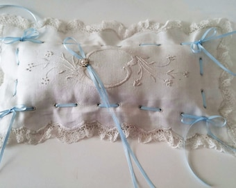 Very Vintage Linen & Lace Ring Pillow•Off White•Antique White•Something Blue•OOAK Linen•Hand Embroidered Ring Bearer•Ring Barer•Wedding Day