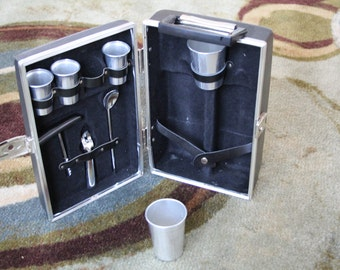 VINTAGE portable bar by EXECUTAIN 880