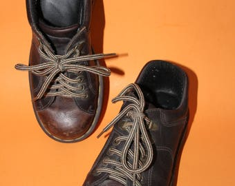 vintage DOC MARTENS womens brown lace up shoes