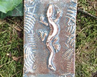 Lil Lizard Tile in Antique Glaze