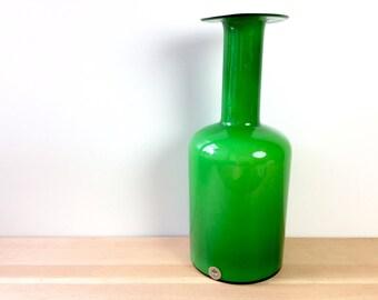 Kastrup Holmegaard Gul Vase. Green, White Cased Glass, Carnaby Glass Vase. Otto Brauer Mid Century Danish Modern Glassware. 28.5 cm w/ tag.