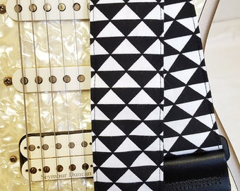 black and white mod graphic triangles guitar strap
