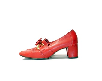 Vintage Red Leather Shoes//  Mod Red Shoes// Soft Leather Lace Up Shoes// Size 7