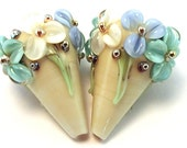 Versailles Gilded Ivory Floral Cones