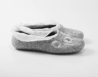 Felted wool slippers in gray natural wool with non slip latex soles VIOLA Women's wool shoes