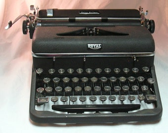 Vintage Black Royal De Luxe Portable Teaching Typewriter with Case- 1947