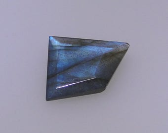 Labradorite faceted abstract gemstone, blue color flash, 7.16 carats                                        043-09-012