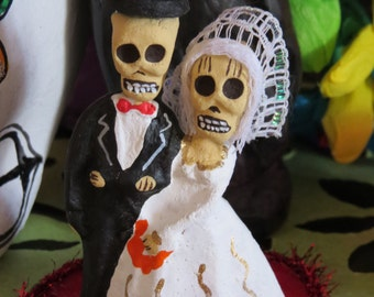 "Vintage AMOR CALAVERA Novios 4"" Wedding/Love Shrine- Love this for your honey this holiday season--- love the scared faces"