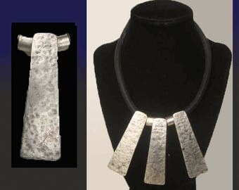 Brutalist BIB, Interesting Modernist Bib Necklace, Hammered Aluminum, Leather Choker Necklace, Coin Charm Closure, Vintage Jewelry, Women