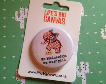 Vintage mash-up pin badge - On Wednesday We Wear Pink (Mean Girls) (small)