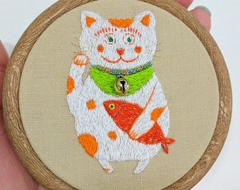 Lucky cat embroidery. Hand embroidery hoop wall art - Maneki neko with fish