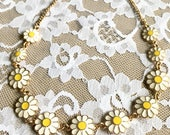 Vintage Goldtone Enamel Daisy Link Choker Necklace New Old Stock NOS