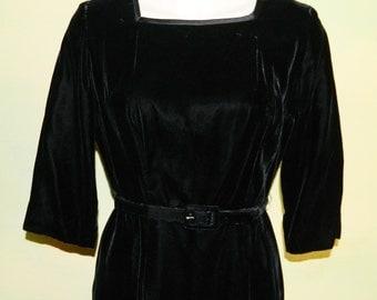 M Vintage 50s 60s Pitch Black Velvet Dress Amy Adams Curvy Hour Glass Lined