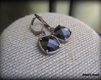 Square Earrings  - Black Stone Earrings  - Black Jewel - Brass  - Contemporary - Simple  - Modern - Everyday - Dainty  - Bezel - Faceted