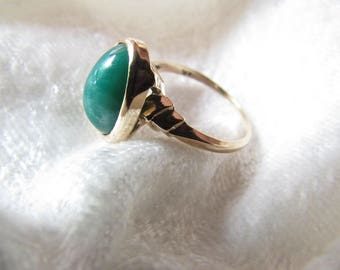 Vintage  Green Jade 10 kt Gold Ring Great Anniversary , Mother's Day , Engagement or Birthday Gift