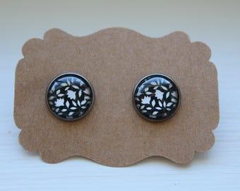 Black White Flower Earrings, Flower Earrings, Stud Earrings, Flower Post, Glass Earrings, Post Stud, Flower Jewelry, Black White Earrings