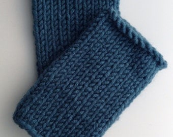 wool mix wristwarmers . hand knit . Teal