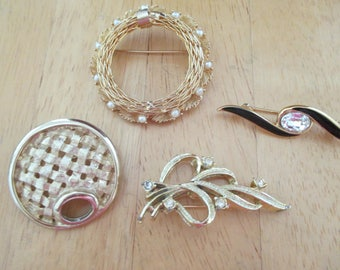 vintage costume jewelry  /  4 brooches