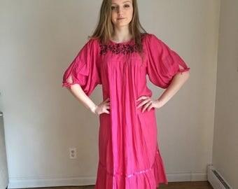 ON SALE Mexican Dress, 70s Mexican Dress, Oaxacan Embroidery, Huipil Peasant Dress, Hippie Boho Dress, Cotton BOHO Dress, South American