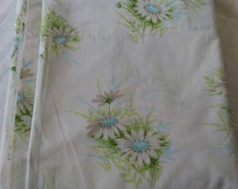 1960s Springmaid wondercale full flat sheet blue daisies excellent condition
