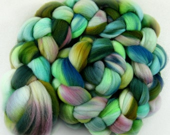 Parakeet merino wool top for spinning and felting (4.2 ounces)