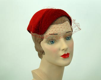 1950s red hat velvet hat veil hat close hat Juliette Cap asymmetrical hat Gladys
