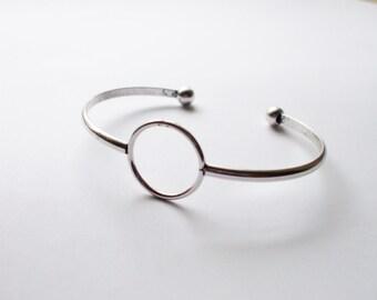 Delicate Silver Bangle // Adjustable Bangle // Minimalist CIRCLE Bangle // Simple Bangle // Negative Space Jewelry // Single Cute Bracelet