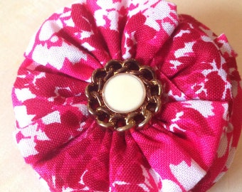 Fabric Flower Hair Clip, Vintage button, Fuschia and White floral Print, Retro chain button, Hair clip, Hair clip for all ages, fabric rose