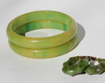 Vintage Set of 2 Green Yellow Marbled Swirled Bakelite Plastic Bangle Bracelets w/ Earrings