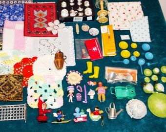 Mixed Lot of Doll House Items, Mixed Scales