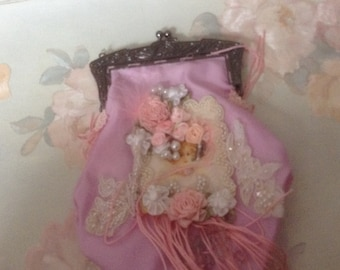 Victorian pink clasp purse with image of Victorian lady and beaded handle