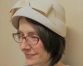 60s Vintage Hat 1960s Mod Ivory Retro Bow Spring
