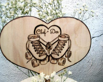 Roller skate wedding cake topper - Roller skating party - PERSONALIZED - Gift for couple - Skate shoes - Wooden heart - Skates - PYROGRAPHY