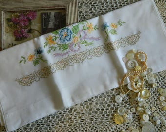 Sweet Embroidered Pillowcase #117
